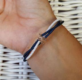 Náramek na paměťovém drátu v barvě modro-bílé Kateřina Vlasáková